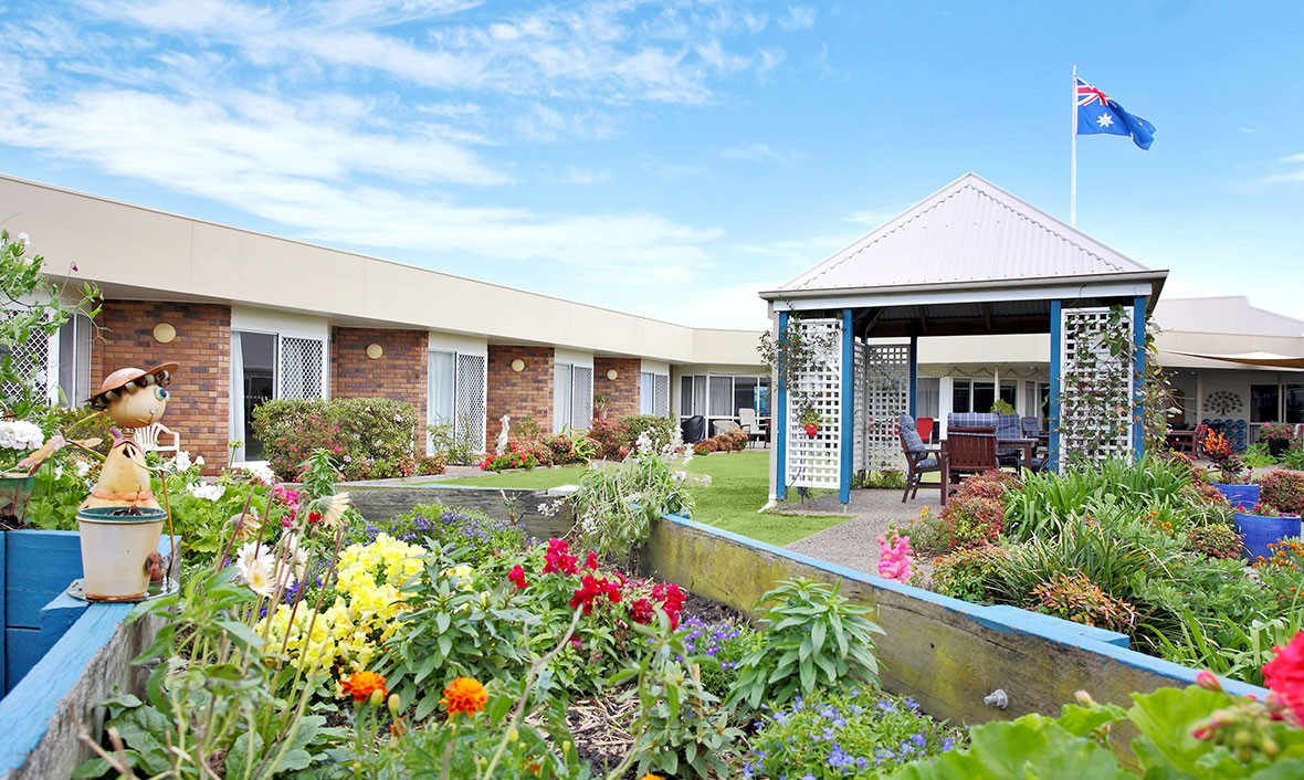 residential aged care Our 5-star aged care facilities across melbourne and queensland offer permanent care, respite care, dementia care, nursing services and palliative care.